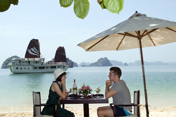 Legend-Halong-Cruises-Lunch-on-the-beach